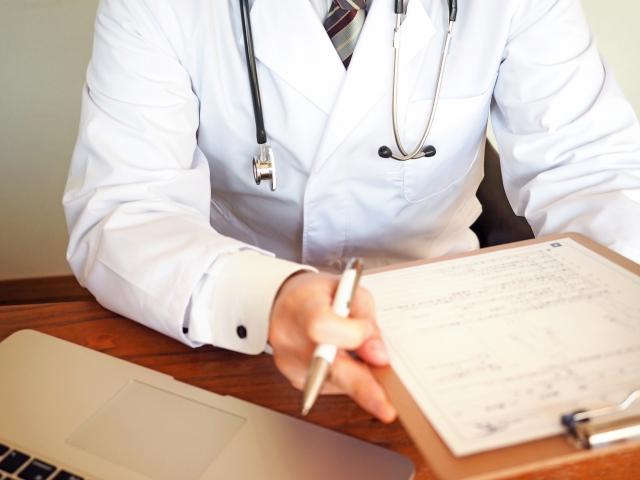 贅肉と医者の画像